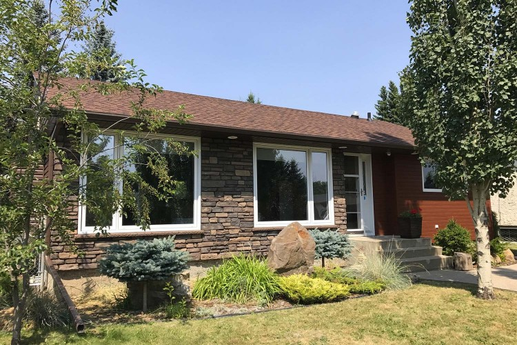 smart-home-building-systems-edmonton-siding-gallery-stone-accents-1
